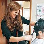 訪問理美容知っていますか 26歳の石谷真由美さん 個人宅に笑顔届ける