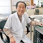 赤ちゃんに降るほどの愛を 91歳現役助産師 坂本フジヱさん 『こころの子育て』出版