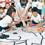 手のひらで国体にエール 雑賀崎幼稚園 園児が応援旗作成