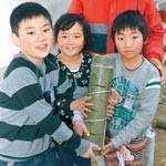 竹の中にあさり姫誕生? 和歌浦小 潮干狩り復活目指し装置