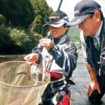 若いアユ釣り客 増やしたい 県内水面漁連があの手この手 18歳以下無料、道具0円、教室…