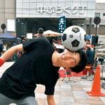 サッカーボール操り魅せます 星林高3年 ITATIさん 音楽に合わせ華麗な技披露
