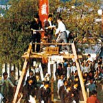 日限さんのもち投げ復活 海南の浄土寺で約30年ぶり 4月24日 ろうそく点灯も