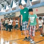 運動会で国際交流 海友会 オーストリア青年と絆深める