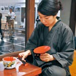 愛用される漆器 国内外へ 根来塗の松江さん 県内唯一「匠」に