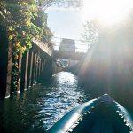 カヤックで下る有本川