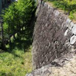 高石垣の折れ構造 敵兵討つ高い効果