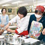料理研究家の貝谷さん 桐蔭高で指導