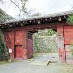 珍しい赤い城門 裏鬼門に位置する追廻門