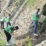 街の美化に貢献〜ゴミ拾いや廃棄物撤去