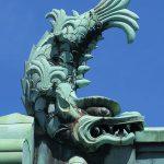 お守りと天守の威厳〜 屋根飾る 「鯱」「桃瓦」