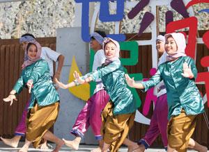 学校と地域がつむぐ〜世界民族祭