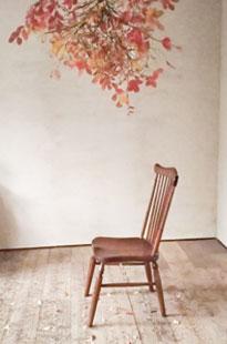 ハンギングバンチと椅子展