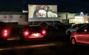 車に乗ったまま映画観よう