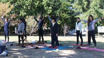 野外でヨガ〜健康館(和歌山市和歌浦南)の健康運動体験教室(10/3、10/23)